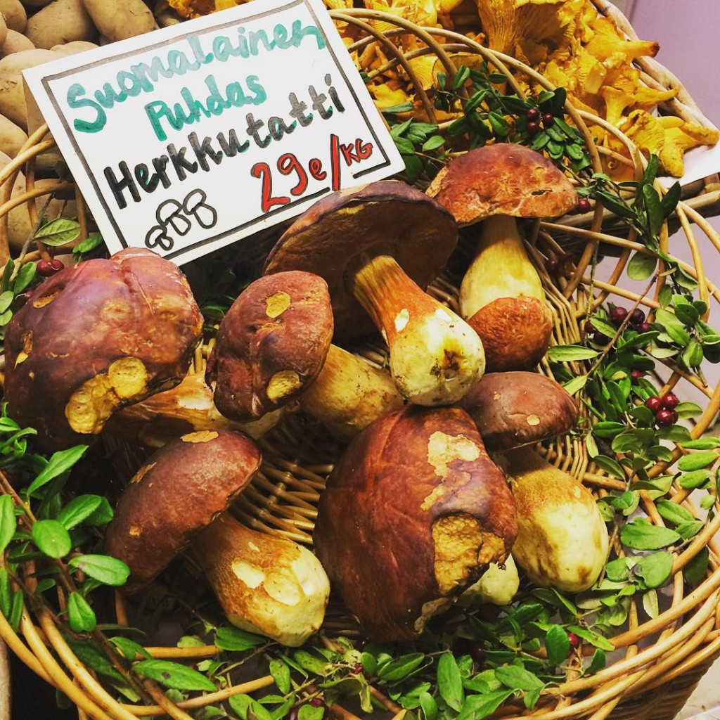 Visiting #indoor #farmersmarket #markethall is equally exciting to me as the outdoor ones! Fresh #finnish #mushrooms will be part of my #mushroom #soup which I'll prepare today. Mmmmm!!! #homechef #healthyfood #healthycooking #local #seasonal