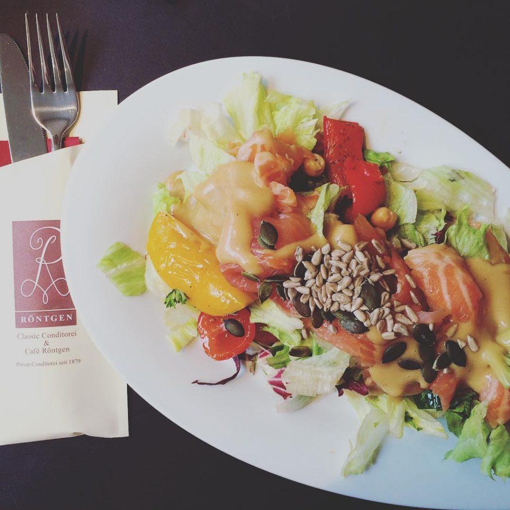 Cold smoked salmon salad at new @kaffeehausroentgen #röntgenhelsinki #caferöntgen #placestovisit #heleats #helsinkirestaurants #goodfood #healthyfood #food #foodphotography #photographer #instapic #instagood #instafood #september #weekend #igdaily #igers