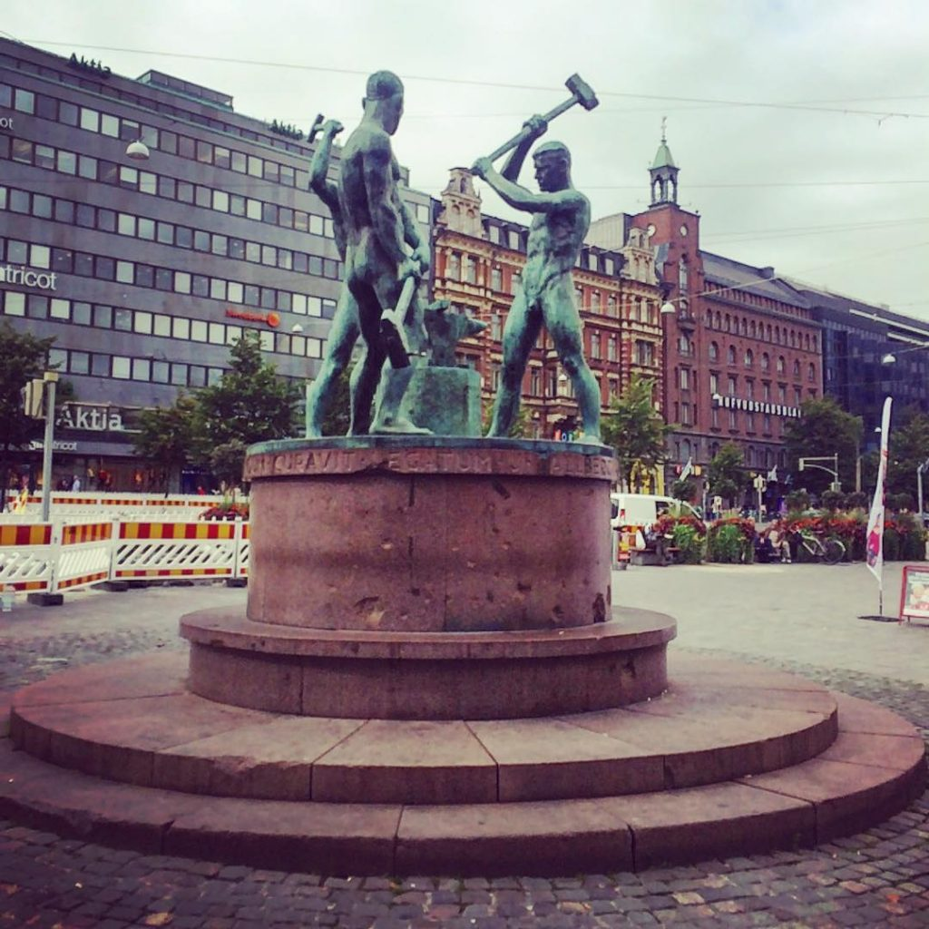 Running all over the city but always am making sure to find a moment to appreciate the beauty of my surroundings! #helsinki #september #visithelsinki #citylife #citygirl #photographer #photooftheday #instagood #instadaily #instapic #instamood #blacksmith #statue #inspiration #instapic #onthego #entrepreneur  #influencer #fromwhereistand #igdaily #igers #walkwithme #followme